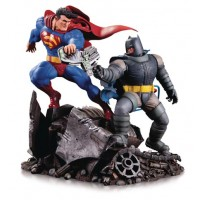 DARK KNIGHT RETURNS BATMAN DKR VS SUPERMAN MINI BATTLE STATUE