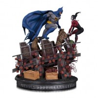 BATMAN VS HARLEY QUINN BATTLE STATUE