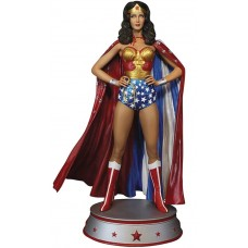 WONDER WOMAN LYNDA CARTER CAPE VARIANTIANT MAQUETTE